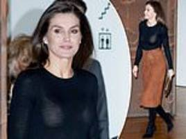 queen letiza looks chic in brown suede skirt and gold clutch as she speaks at madrid cancer forum