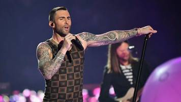 maroon 5's super bowl show fails to catch fire