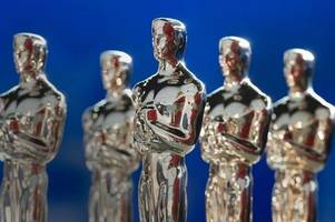 Quiz: Did these celebrities ever host the Oscars?
