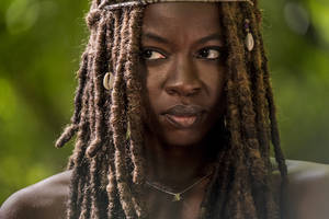danai gurira to exit 'the walking dead' after season 10