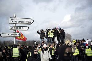 Latest 'yellow vest' protest turns violent
