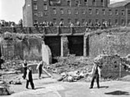 How Londoners played among the rubble of the Blitz five years after the end of WWII