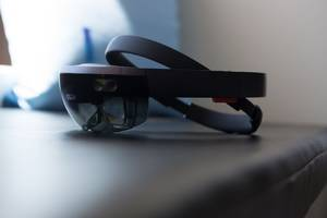 Microsoft teases HoloLens 2 launch for later this month