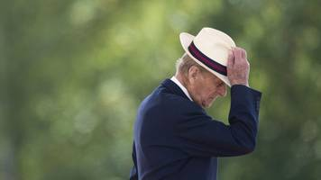prince philip hands over his driver's license