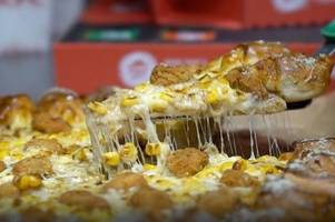 kfc and pizza hut present new popcorn chicken pizza with gravy base
