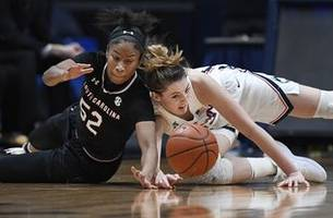 No. 4 UConn has big 3rd quarter, beats No. 11 South Carolina