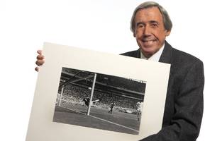 Gordon Banks: World Cup winner who produced wonder save from Pele