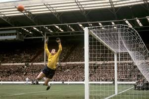 Jamie Vardy and Harry Maguire among players past and present to pay tribute to Gordon Banks