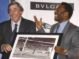 Gordon Banks: England's World Cup-winning goalkeeper dies aged 81