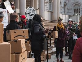 amazon was having official talks with city officials just the day before it canceled the new york hq2 (amzn)