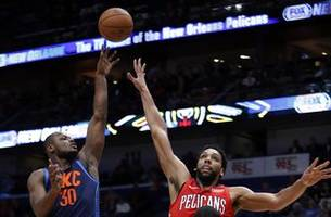 davis leaves with shoulder injury, pelicans beat thunder