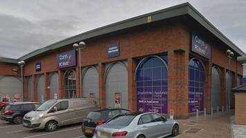 kettering shoppers targeted by man at currys pc world
