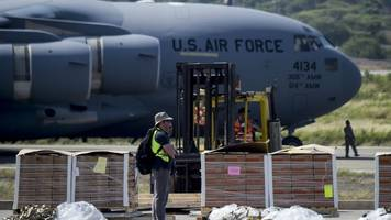 Venezuela crisis: US planes carrying aid arrive in Colombia
