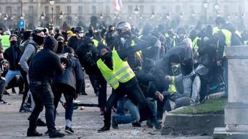 yellow-vest protests: macron condemns anti-semitic abuse