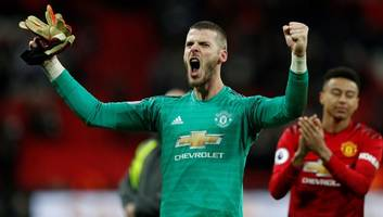 man utd prepare record wage packet for david de gea as club officials grow confident over new deal
