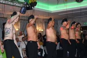 monklands men strip and perform full monty routine at cancer charity event