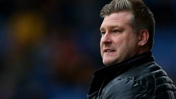 oxford united: karl robinson prepared to take weight of club's problems