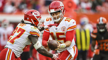 chiefs qb patrick mahomes discusses kareem hunt signing with cleveland browns