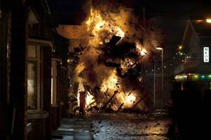two coronation street stars set to be prime suspects after underworld factory fire