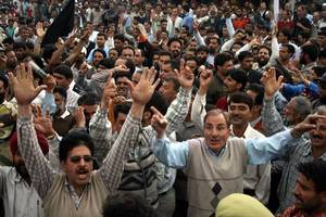 india's top court orders protection for kashmiris