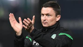 dundee 2-4 hibernian: visitors hold on in six-goal thriller