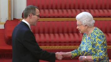 thai cave diver john volanthen awarded george medal by queen
