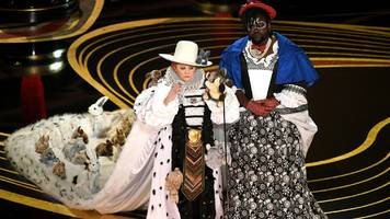 melissa mccarthy's oscars bunny dress criticised by top designer