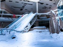 the retail apocalypse will claim 4,300 stores this year. here's why mall giants aren't freaking out.