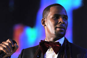 r kelly denies sexual misconduct accusations in new interview: 'i didn't do this stuff' (video)