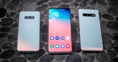 Wallpapers cleverly hiding Samsung Galaxy S10's camera cutout are my favorite thing online