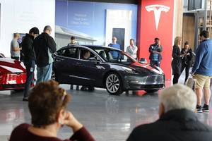tesla's decision to close all its stores and sell cars online only sounds crazy — but it might be brilliant (tsla)