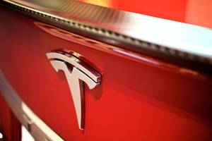 tesla in talks with china's catl for rechargeable batteries