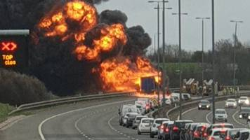 m1 in west yorkshire covered in smoke from lorry fire