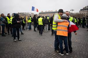 French 'yellow vest' fake news gets 100-million Facebook hits
