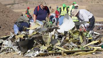 Canada joins ban on Boeing crash aircraft