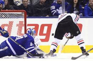 perlini, blackhawks hold on for 5-4 win over maple leafs