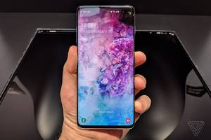 How to hide the Samsung Galaxy S10's hole-punch camera cutout