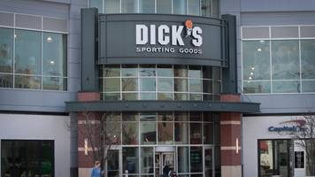 dick's removing guns and hunting gear from 125 stores