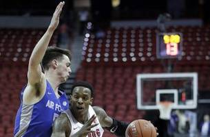 taylor carries fresno st. past air force 76-50 in mw tourney