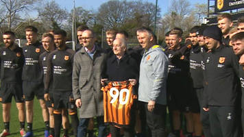 hull city fan gets special surprise on 90th birthday