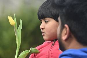christians hand out flowers at birmingham mosque in support for new zealand shooting victims