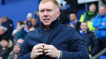 paul scholes: oldham manager resigned by text, says owner abdallah lemsagam