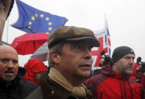 chaotic scenes as nigel farage leads 'brexit betrayal' march