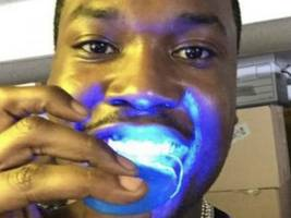 """Look: Meek Mill Shows Off Just How Many Chains He's Wearing In 2019 – """"My Neck's Art!!"""""""