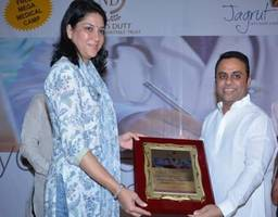 ngo 'jagrut' manufactures and supplies free sanitary pads for rural india