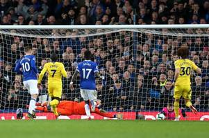 former premier league referee delivers verdict on the penalty awarded to everton against chelsea