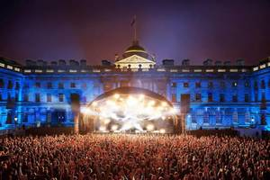the good, the bad & the queen, doves for somerset house summer series