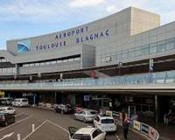 Chinese investor weighs sale of Toulouse airport stake