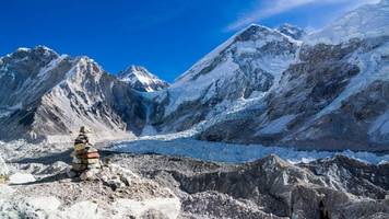 Melting Glaciers Expose Dead Bodies on Mount Everest