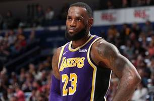 nick wright and cris carter disagree on lebron's title chances with lakers
